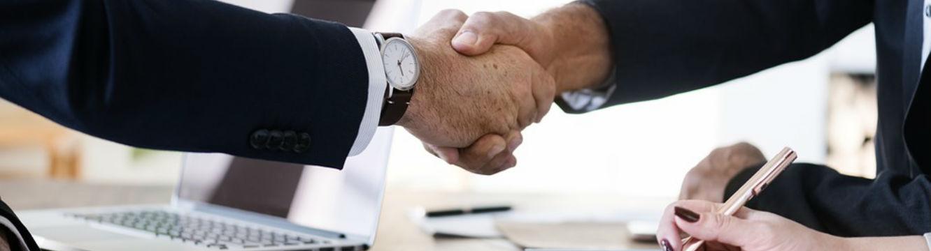 Echange entre un recruteur et un candidat lors d'un entretien